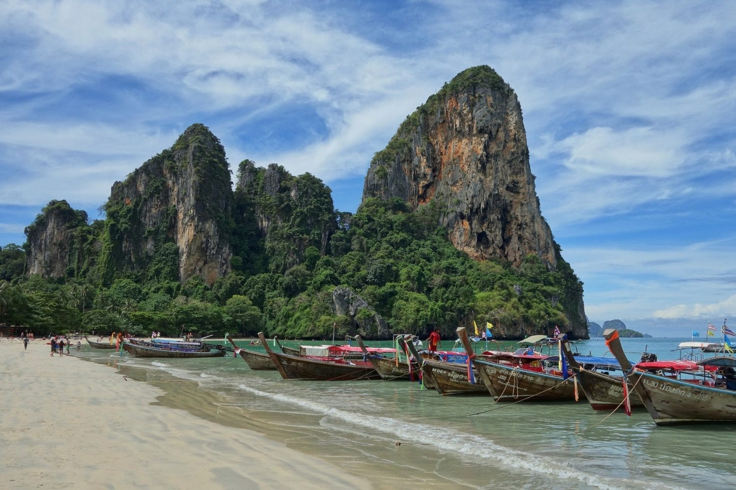Staying at Rapala Rock Wood Resort in Thailand | Wanderlust Movement | #railaybeach #thailand #budgettravel #budgetaccommodation #traveltips #backpacking