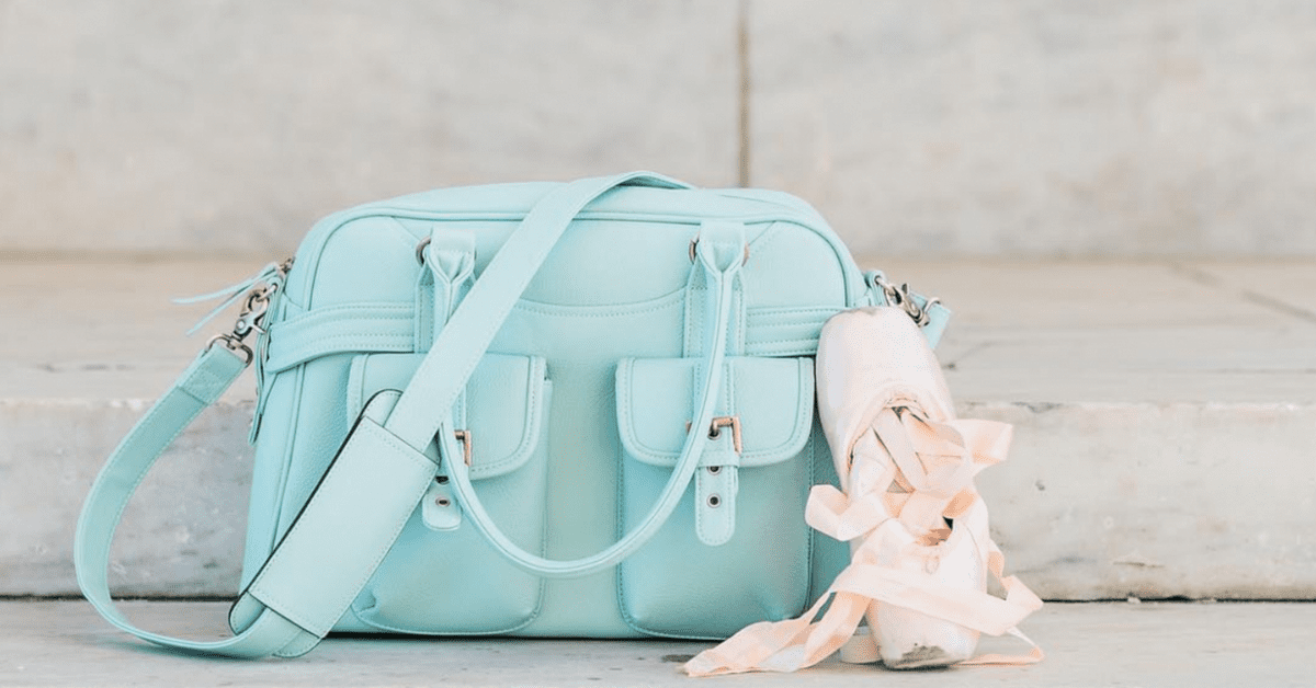 0e54987fdd10 10 of the Best Camera Bags for Women Who Love to Travel